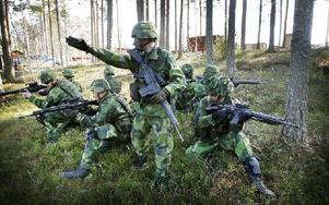 På I 13:s övnings fält på myran håller de just nu på att utbilda soldater till gruppbefäl. Foto: Staffan Björklund