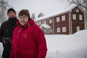 Jan-Åke Karlsson och Britta Nilsson tar hand om ett världsarv i ensliga finnskogar.