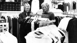 Den här bilden togs den 21 juni 1982. Butik står det kort och gott bakpå papperskopian. Ser du vilken?