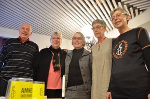 Amnesty. Lars-Gösta Westerberg, Eva Magnusson, Gunilla Åkerlind, Eva Resare och Ingrid Erelöf är med i Amnesty Lindesberg och kämpar för utsatta i världen.