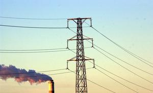 Inte klimatsmart. Miljöpartiet vill föra en politik som skulle innebära dödsstöten för vår industri och dessutom öka koldioxidutsläppen, skriver debattörerna.