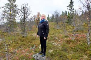 Monica Sundkvist stortrivs bland fjällbjörkarna i Slagavallen.