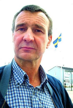 Olle Larsson, Ränningsvallen, Sverigedemokraterna– All statlig mark i Jämtlands län ska förvaltas lokalt. Alla som bor i det så kallade renbetesområdet ska ha lika rättigheter och möjligheter, oavsett näring och etniskt ursprung, och renägarnas exklusiva rättigheter ska upphöra. Det frigör en fjärdedel av länets yta för de som vill bo och leva samt starta och driva företag i den yttersta glesbygden. Nobelpristagaren Ellinor Ostroms forskning om lokal förvaltning ska vara förebild.