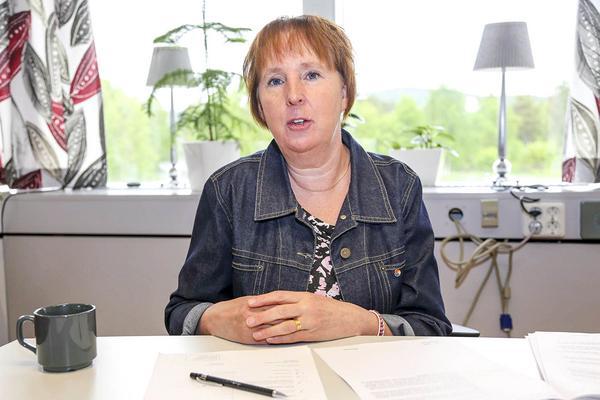 Att köpa jackor mitt i besparingstider är en sak, att ha till utlåning är en annan sak, säger oppositionsrådet Gunilla Zetterström Bäcke (S). Hon jobbar själv deltid på ett LSS-boende och  får inte arbetskläder av kommunen.