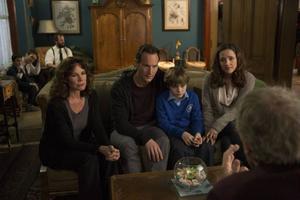 Demoner är åter på jakt efter familjen Lambert, spelad av Barbara Hershey, Patrick Wilson, Ty Simpkins och Rose Byrne.Foto: UIP