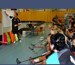 Landslagsspelaren Peter Fischerström gästtränade både killarna och tjejerna under två dagar av elitskolan. Foto:Karolina Lundgren