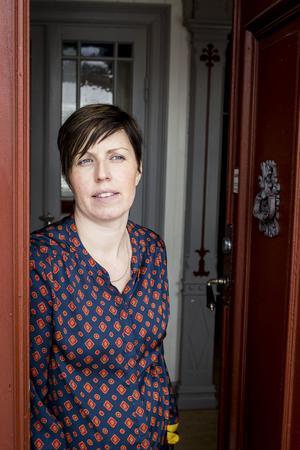 Kamilla Berglin har en förkärlek till gamla saker, det i kombination med att hon tröttnat på att pendla till stan gjorde att hon en öppnade butiken Stöde retro, anikt och loppis.