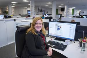 Ingrid Jernberg gör sidor till alla tidningar inom Mittmediakoncernen. Det är fortfarande populärt att läsa en tidning.