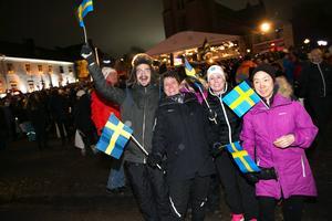 Det fanns många glada svenska fans på Stora torget.