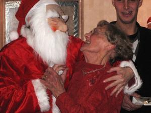 På bilden är min kära mormor i famnen på tomten :-)