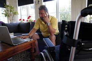 Lars Bylund har ringt allmottagningen på Sollefteå sjukhus i fem dagar. Trots det ringer ingen tillbaka.