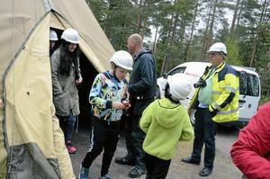 Anders Gustafsson, vd Åsbro Kursgård, fanns med under barnens besök vid anläggningen.