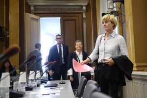 Riksrevisorerna Susanne Ackum, Margareta Åberg och Ulf Bengtsson anländer till KU-förhören under fredagen.