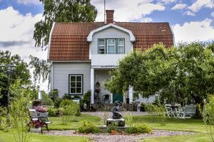 Mikael och Pernilla Norlén köpte sitt hus för två år sedan och lägger mycket tid i trädgården.