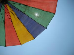 Bästa solskyddet måste ju vara i skuggan!? Tog bilden på stranden i Khao Lak i februari.
