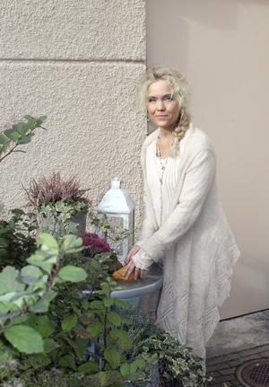 Ylva-Li Lindahl visste tidigt att hon ville bli barnmorska. Omvårdnad är viktigt för henne och hon månar särskilt om gravida och småbarnsföräldrar.