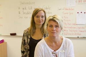 Jesscia Kangasmaa, till vänster, är handledare på sommarskolan och Leo Brodin är projektledare för nyanländas lärande på Gävle kommun.