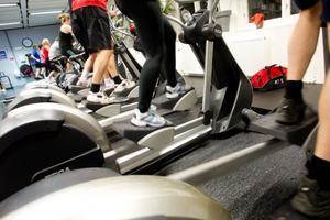 Många hälsingar blir numera ordinerade att gå till gymmet eller promenera för att få bättre hälsa.