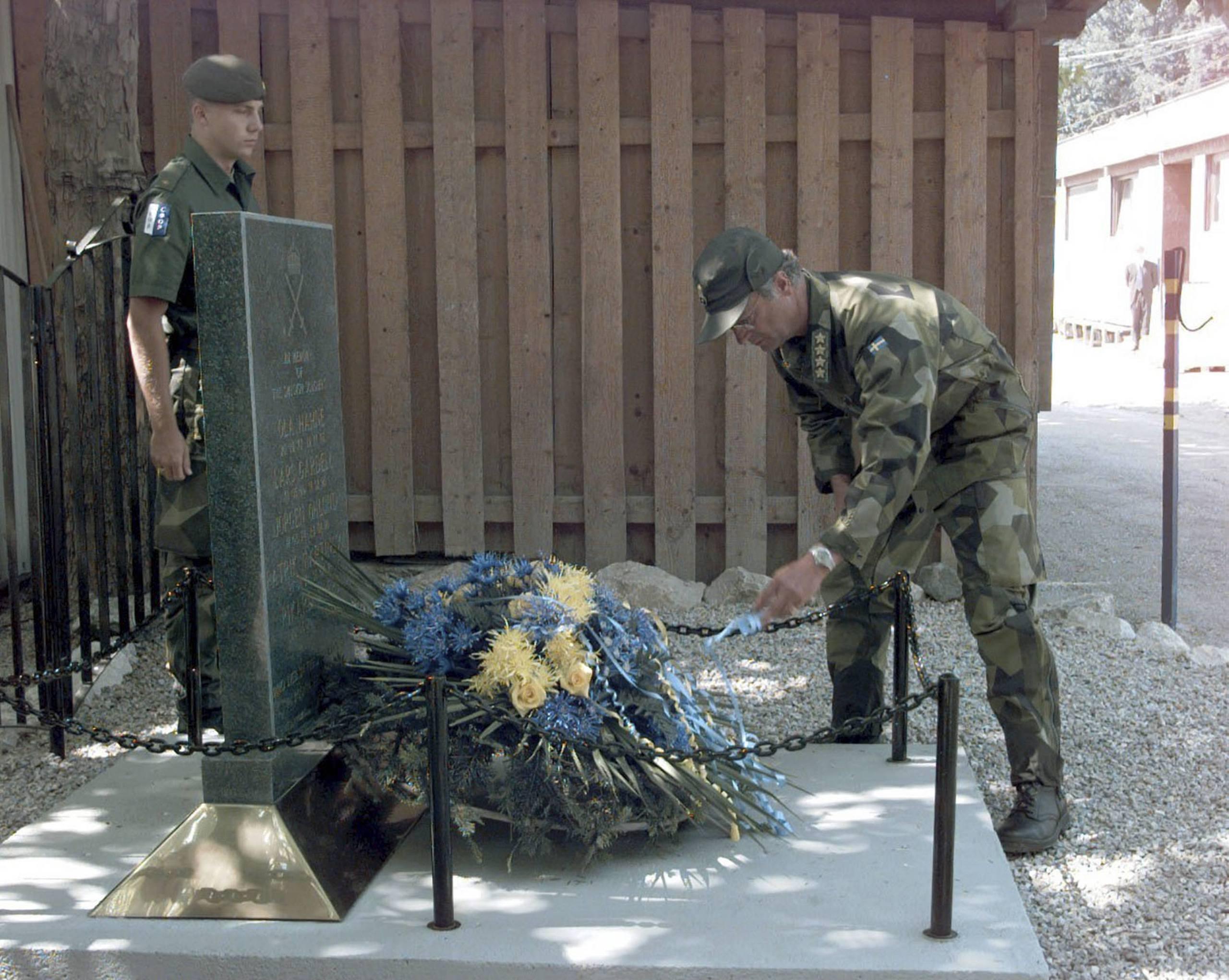 Nato blir kvar i bosnien