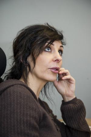 Anne-Lii Alenius har varit egenföretagare inom make up och jobbat som polis innan hon hamnade hos Brath.