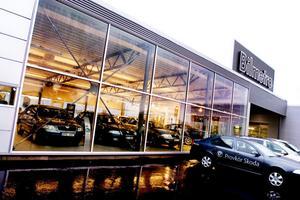 VÄXLAR UPP. Marknadsledande Bilmetro i Gävle blir ännu större när de nu investerar 18 miljoner kronor i LW Bils fastighet på Kryddstigen. Där ska de utöka sin försäljning och verkstad för lätta lastfordon.