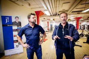 Flemming Patz, ordförande i ÖCK, bredvid Michael Söderkvist, NIU-ansvarig på Jämtlands Gymnasium, gillar den nya curlingsatsningen.
