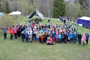 Merparten av de 145 deltagarna i Risshyttelägret samlade för ett gruppfoto.