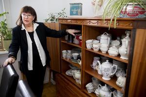 Det mesta av porslinet och glasen som mat och dryck serveras i, är sådant som Eva sparat efter sin mor och moster.