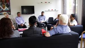 Riksdagsmannen Ali Esbati (v) var förra sommaren på studiebesök hos Språnget i Fagersta.