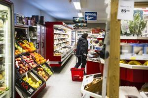 Köptrogna kunder innebär att butiken kan erbjuda dem ett brett sortiment av varor, såväl färskt som fryst.