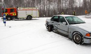 Den andra bilen blev påkörd i sidan. Totalt fördes fem personer till Mora lasarett med lindriga skador.