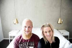 Mattis Backlund och Linnea Zätterquist sover gott i sitt nya sovrum.