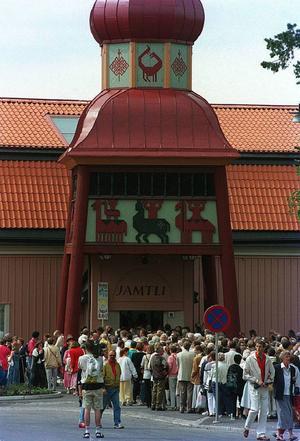 Jamtlis rekordhöga besökssiffror förra året gjorde att årets besökstapp var väntat enligt Jamtlis vd Henrik Zipsane.