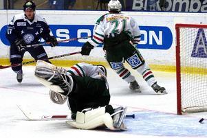 Viktig match. Det vankas bottenmöte i kvalserien i kväll, då Leksand tar emot Rögle. I huvudet på Leksands lagkapten Mikael Karlberg existerar inget annat seger.
