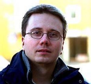 Kjell Lusth, v, lämnar politiken på grund av att den blivit för oseriös.