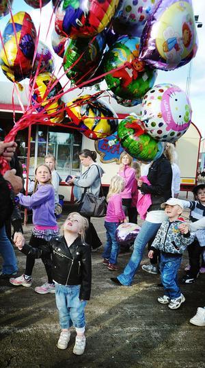 Tuva Bodin, fyra år, fick en ballong.