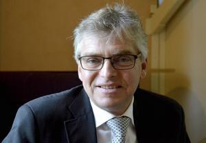 Per Åsling (C), riksdagsledamot, tycker att polisorganisationen måste göras om igen.
