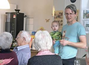 Dramatikern Max Hebert har samlat in äldres berättelser i Hamrångebygden.
