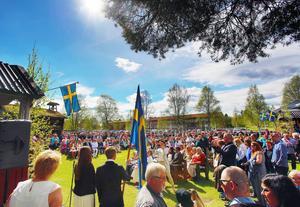 Under en strålande förmiddag hölls årets skolavslutning i Hede. Detta samtidigt som några personer stal prylar ur parkerade bilar.