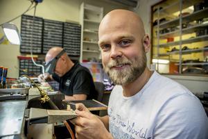 Daniel Kalling från Härnösand har startat en ekologisk farm i Tanzania tillsammans med sin vän Alexander Öjelid. Till vardags arbetar han som guldsmed.