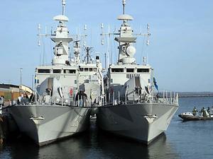 Korvetterna HMS Stockholm och HMS Malmö kommer att fraktas till Djibouti i ett annat, större fartyg.