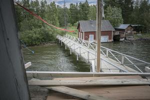 I anslutning till kallbadhuset står ett gammal båthus som även använts som tvättstuga.