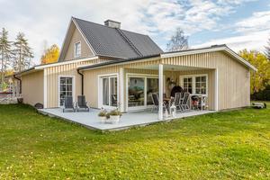 Uteplatsen på villan i Bergsåker.