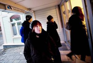 Lizette Fisk från Frösön hängde i går på låset till arbetsförmedlingen för att göra ännu ett försök att hitta ett arbete. Foto: Håkan Luthman