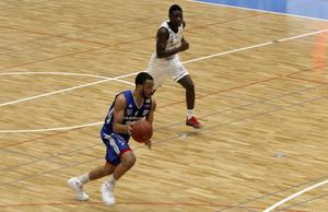 Jabril Durham var en av de tongivande spelarna när Jämtland Basket sprang ifrån Malbas på hemmaplan.