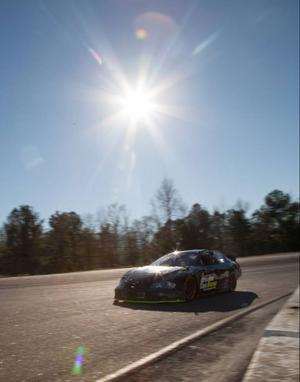Testerna under dag 2 gjorde på en ovalbana i Georgia i södra USA. Det var på en så kallad
