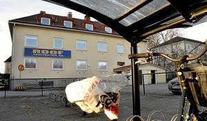 Ny användning. Sju centrala lägenheter ska byggas i kommunens fastighet mitt emot OKQ8-macken och bredvid Kristinaskolan.Foto: Michael Landberg