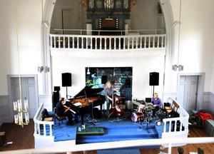 Bobo Stenson Trio öser på i Drottningen.