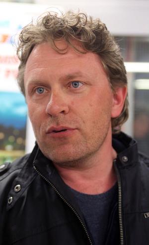 Magnus Fjällvidd tycker pingismatchen var kul att se, men var också i idrottshallen för den goda sakens skull.