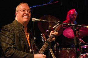 Bluesfestivalen var, under lördagen, så trivsam att Johan Eliasson kostade på sig ett spontant leende under Good Stuffs spelning.